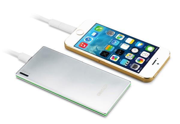 телефон и батарейка