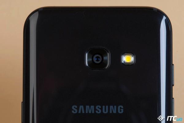 чёрный телефон