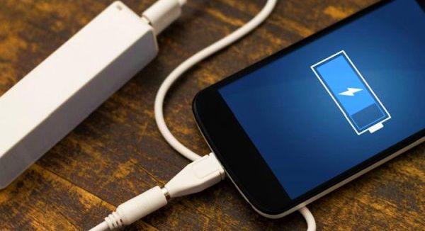 Телефон заряжается от Power Bank