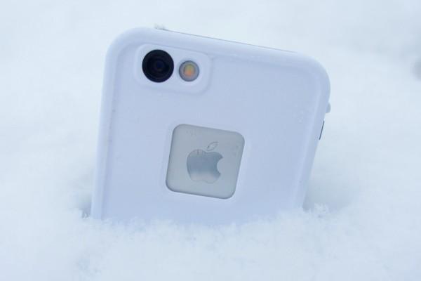 айфон в снегу