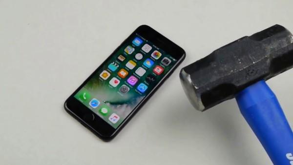 телефон и молоток