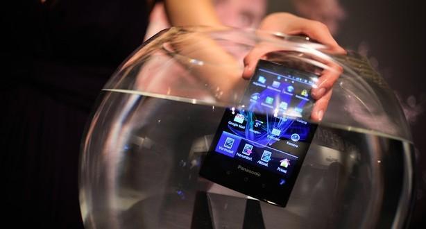 вода и смартфон не совместимы