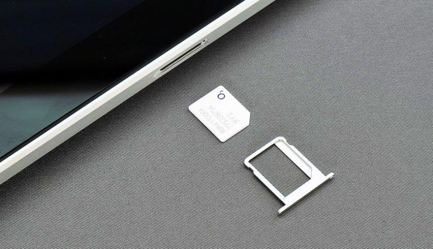 планшет с вытащенным слотом