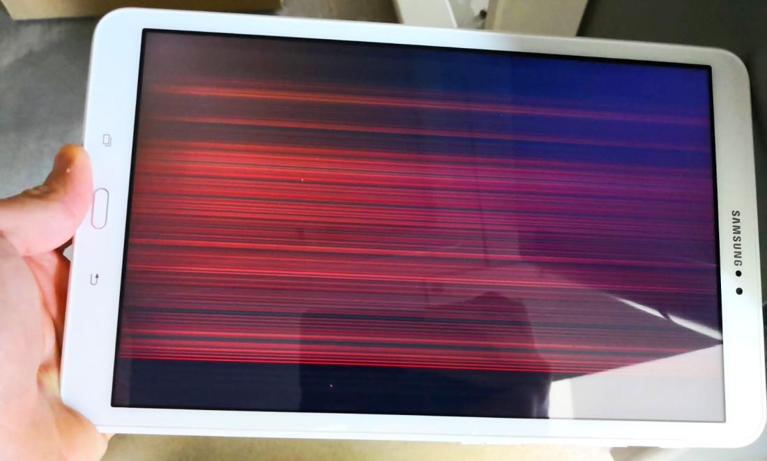 полосы на экране планшета