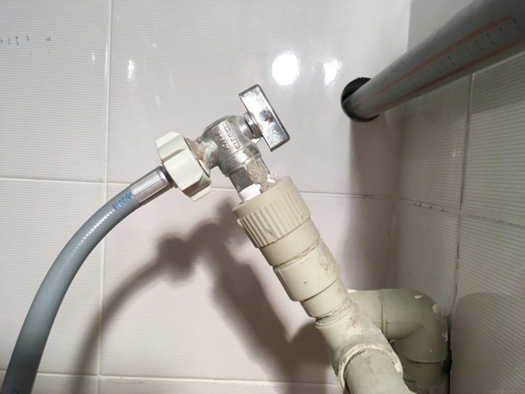 подключаем стиральную машину к водопроводу