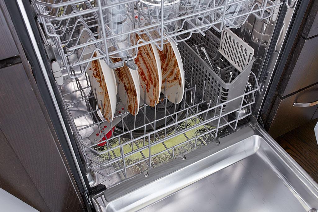 очень грязная посуда в ПММ