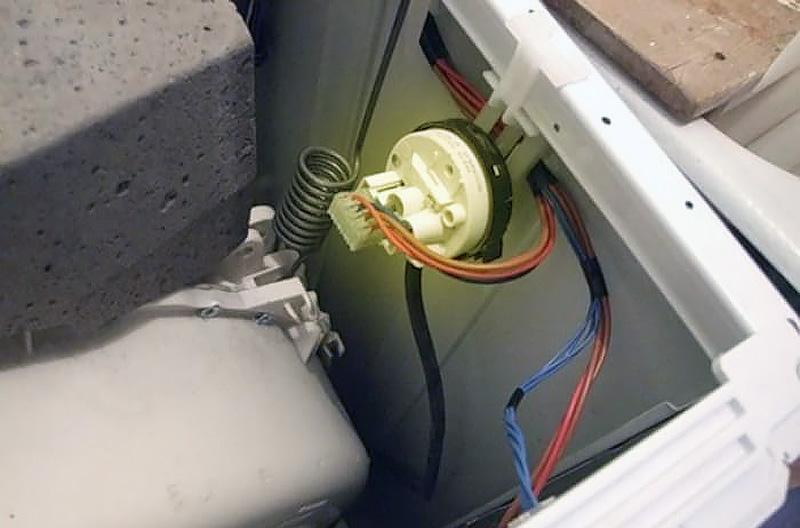 где он, датчик уровня воды в стиральной машине