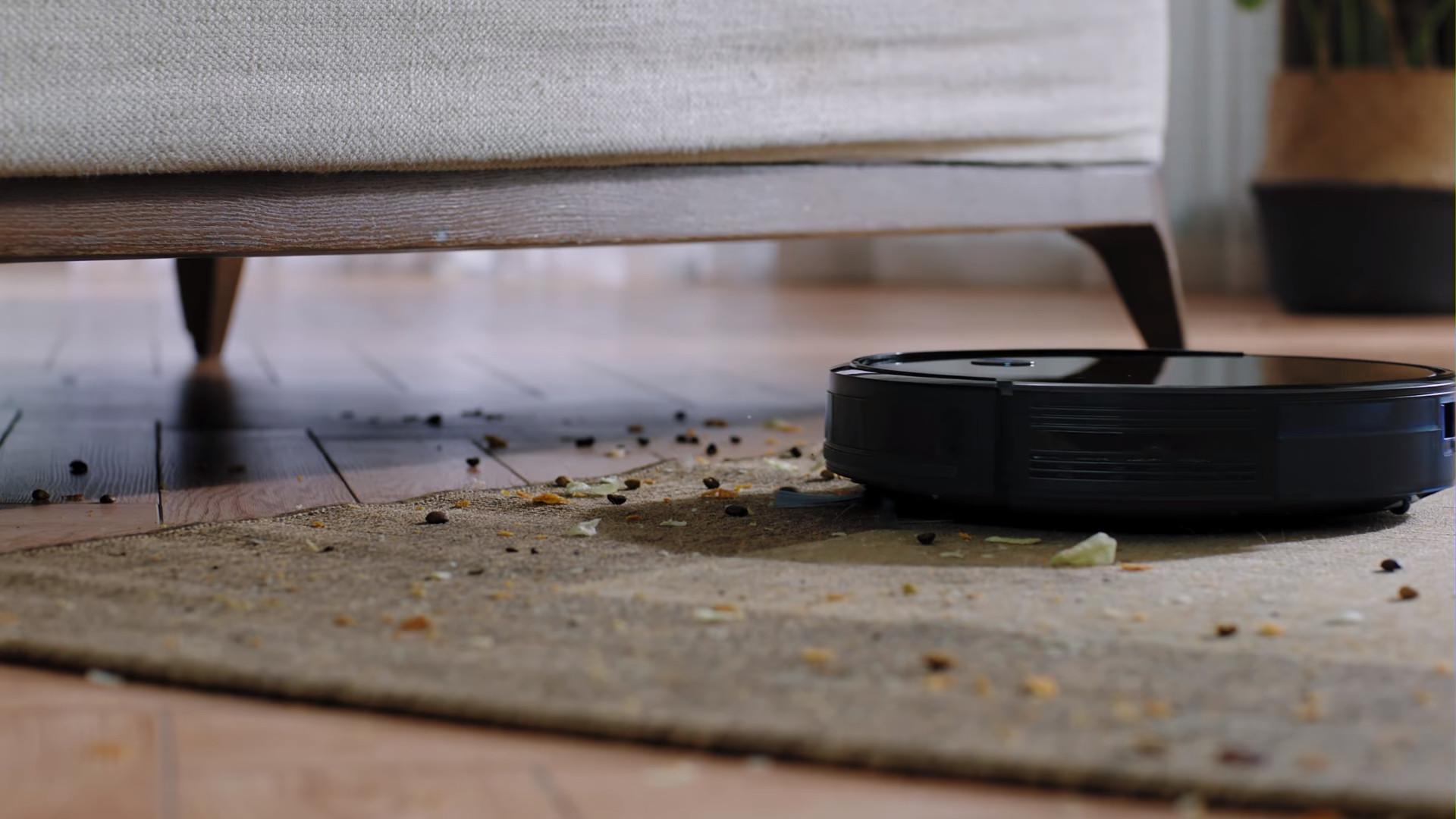 Переполненный мусоросборник- одна из причин неисправности пылесоса