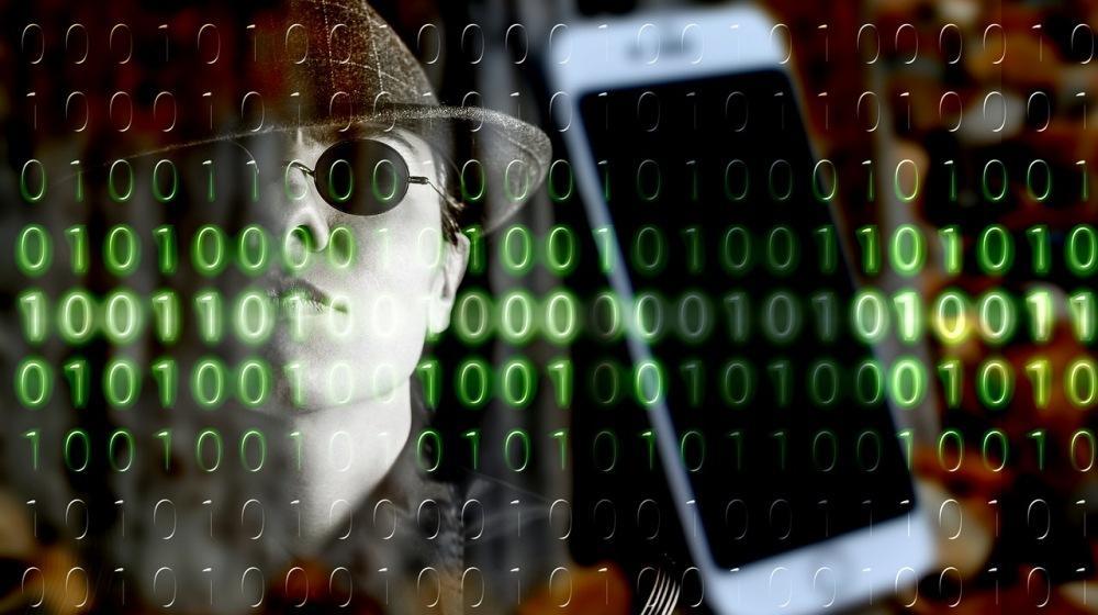 Хакер ворует данные
